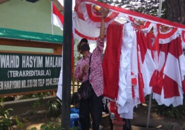 Lesunya Penghasilan Penjual Bendera Musiman di Kota Malang